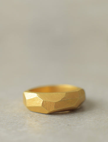 Faceted Men's ring by studio baladi