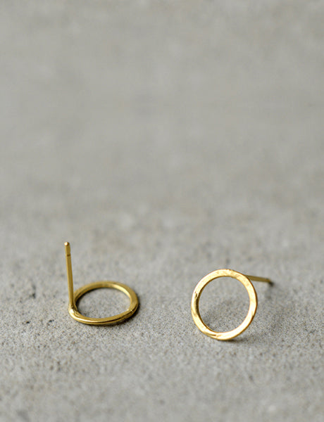 gold circle stud earring by Studio Baladi