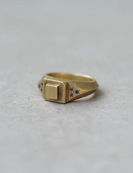 Structure signet unisex ring with sapphires
