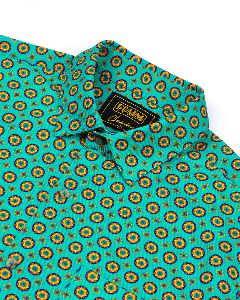 FOMM Men's shirt with Green background and geometric patterns with touches of yellow and orange.