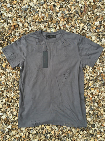 DISTRESSED TEE - GRAPHITE GRAY