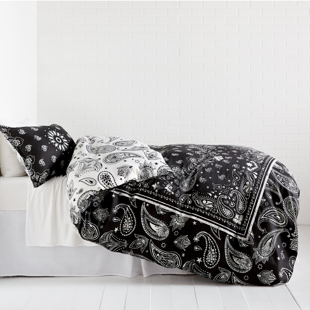 Bandana Print Reversible Duvet Cover and Sham Set – Charcoal