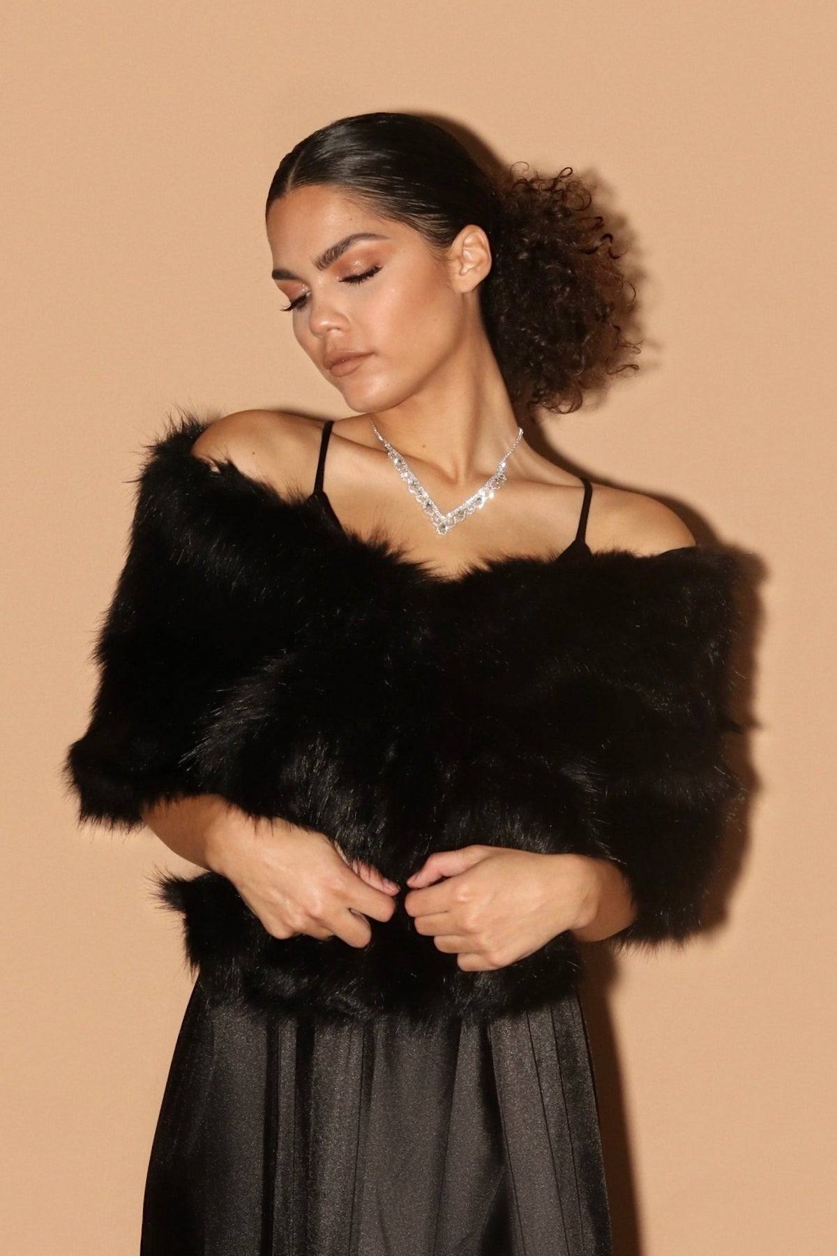 FUR SHAWL | BLACK