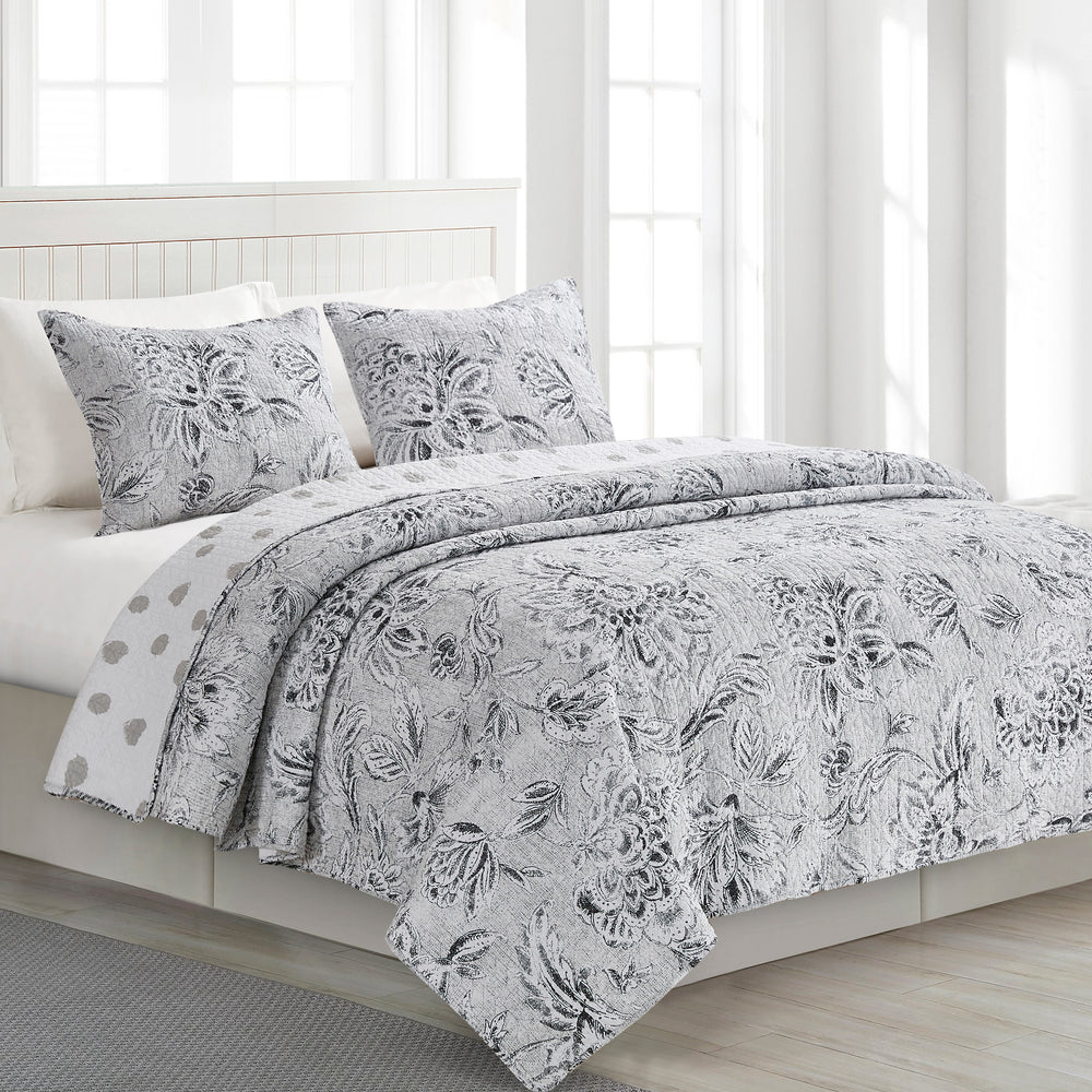 Alternate view of Carolene Reversible 100% Cotton Quilt Set