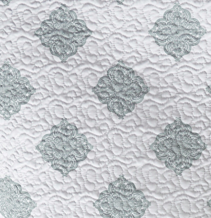 Maddie Reversible Cotton Quilt Set in Cloud Blue, Full/Queen and King