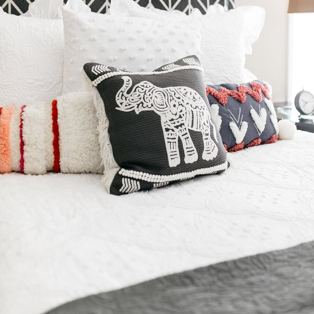 Accent pillows on Boucle Cotton Quilt Set