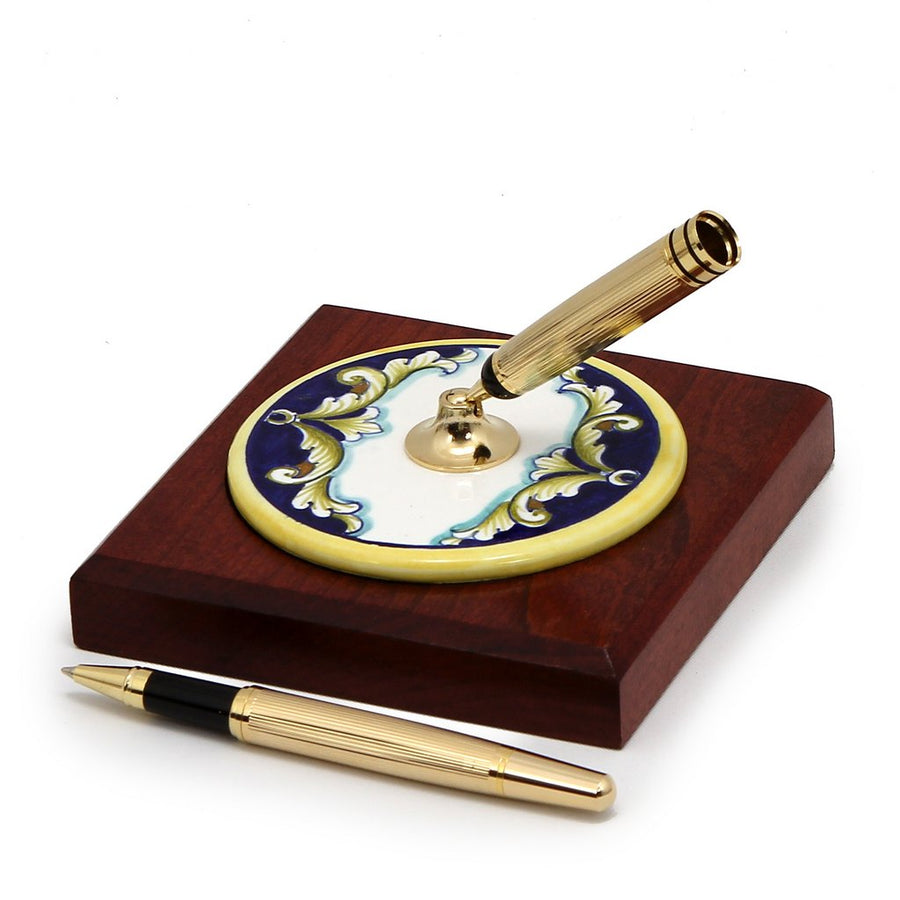 DERUTA VARIO FOGLIE: Pen Stand Ceramic disc on Cherry wood base
