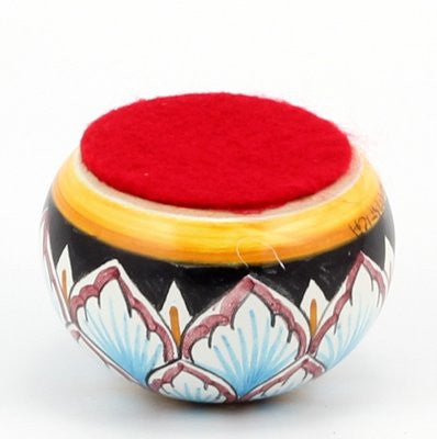 DERUTA PAPERWEIGHT: Small traditional round Penne design