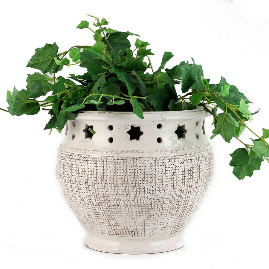 SCAVO STELLA BIANCO: Planter Cachepot with textured and carved star design