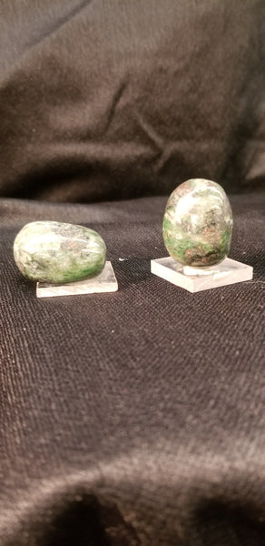 ECLOGITE  Tumbled & Polished