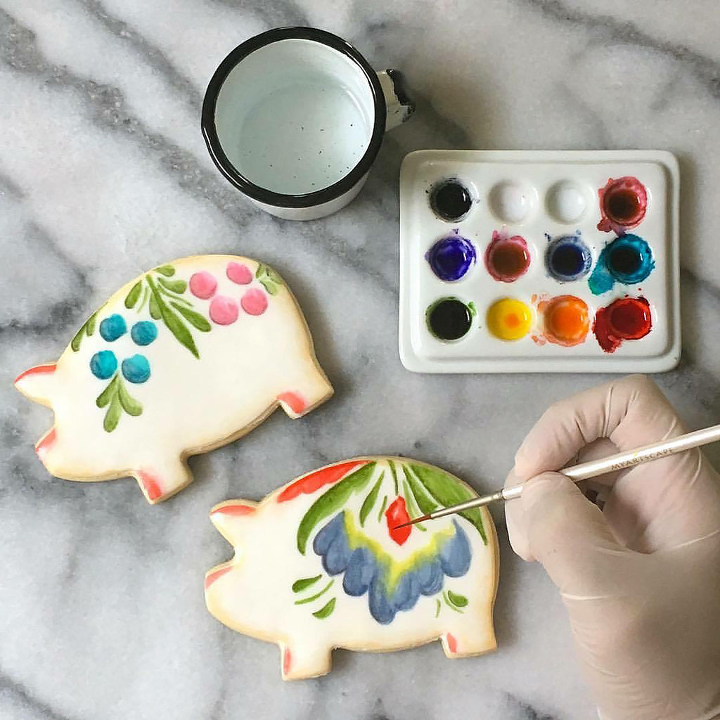 Alicia of AliciasDelicias Cookie Art // Chismeando with my Comadre—A weekly interview blog series by Artelexia, focused on meeting motivating creative female entrepreneurs as a source of inspiration for women looking to fulfill their dreams.