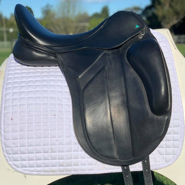 Bliss Sportiva dressage 17.5""