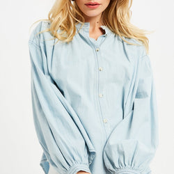 Chambray-Shirt-With-White-Jeans-Summer-Style-Outfits