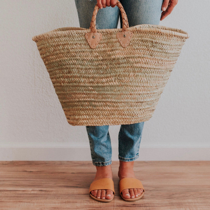 Featuring braided leather handles, our handwoven straw tote is the perfect size carryall for your market haul, weekend away or as an everyday purse.