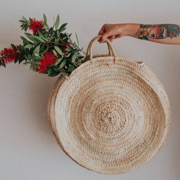 Round out your bag collection to our straw circle tote.  Lightweight and perfectly packable, it's your go-to piece ready for any excursion.