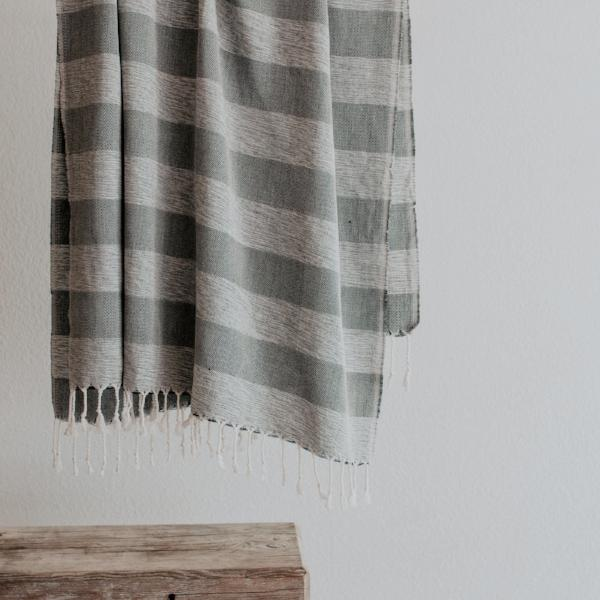 Hugo Towel | Charcoal