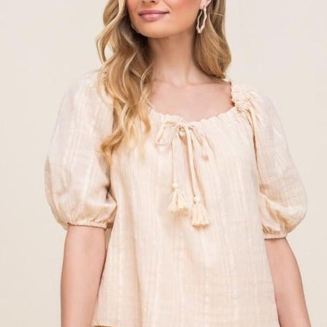 Puff-Sleeve-Peasant-Top-Pair-With-Levis-Easy-Minimal-Dressing