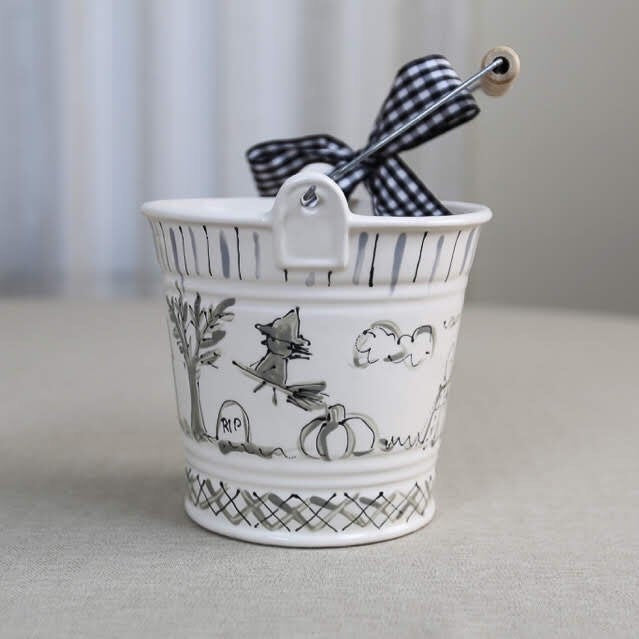 Black and white Halloween Toile print pattern Bucket