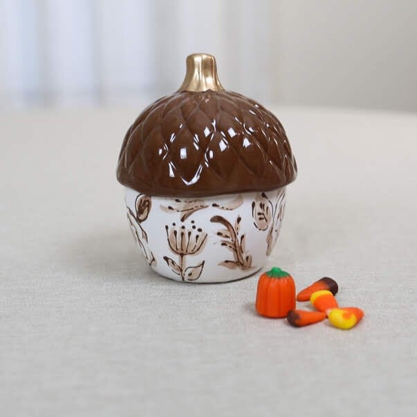 Chinoiserie Style Brown Acorn Jar