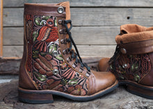 Load image into Gallery viewer, Size 35 Wanderer Boots Brown Floral