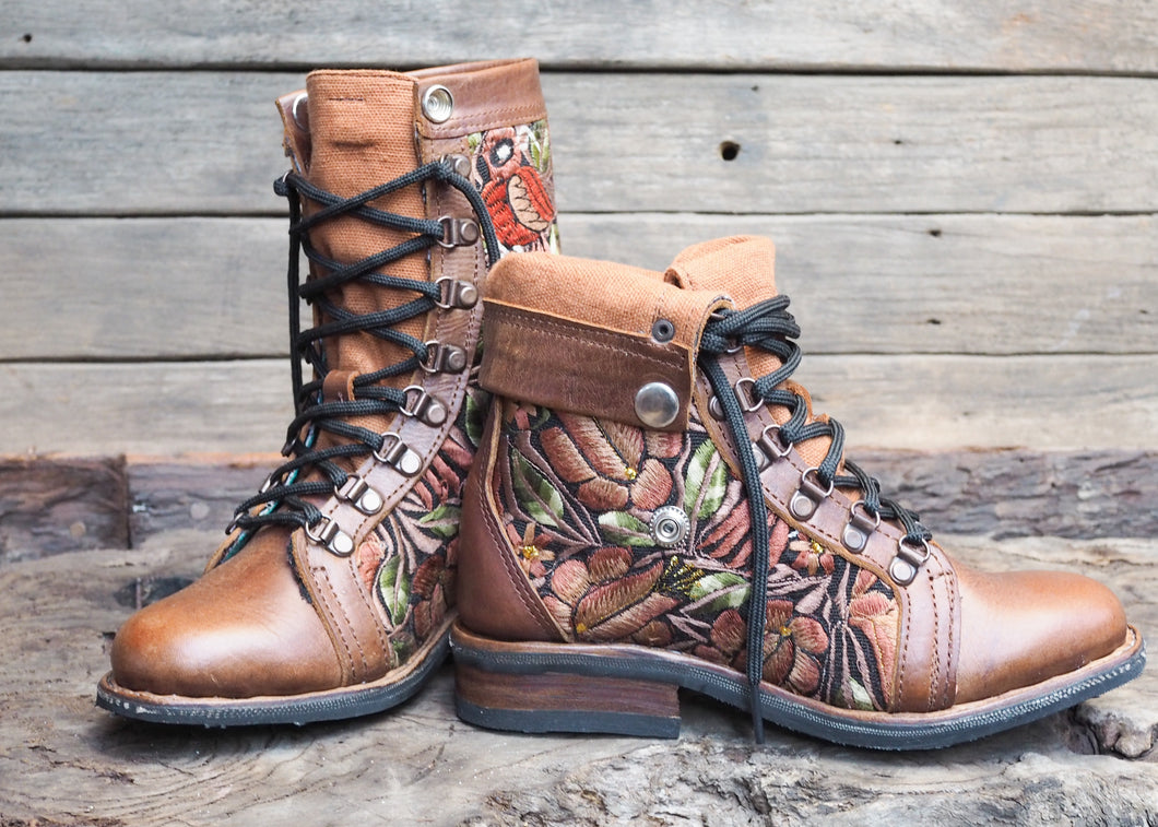Size 35 Wanderer Boots Brown Floral