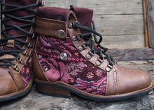 Load image into Gallery viewer, Size 35 Wanderer Boots Pink Floral