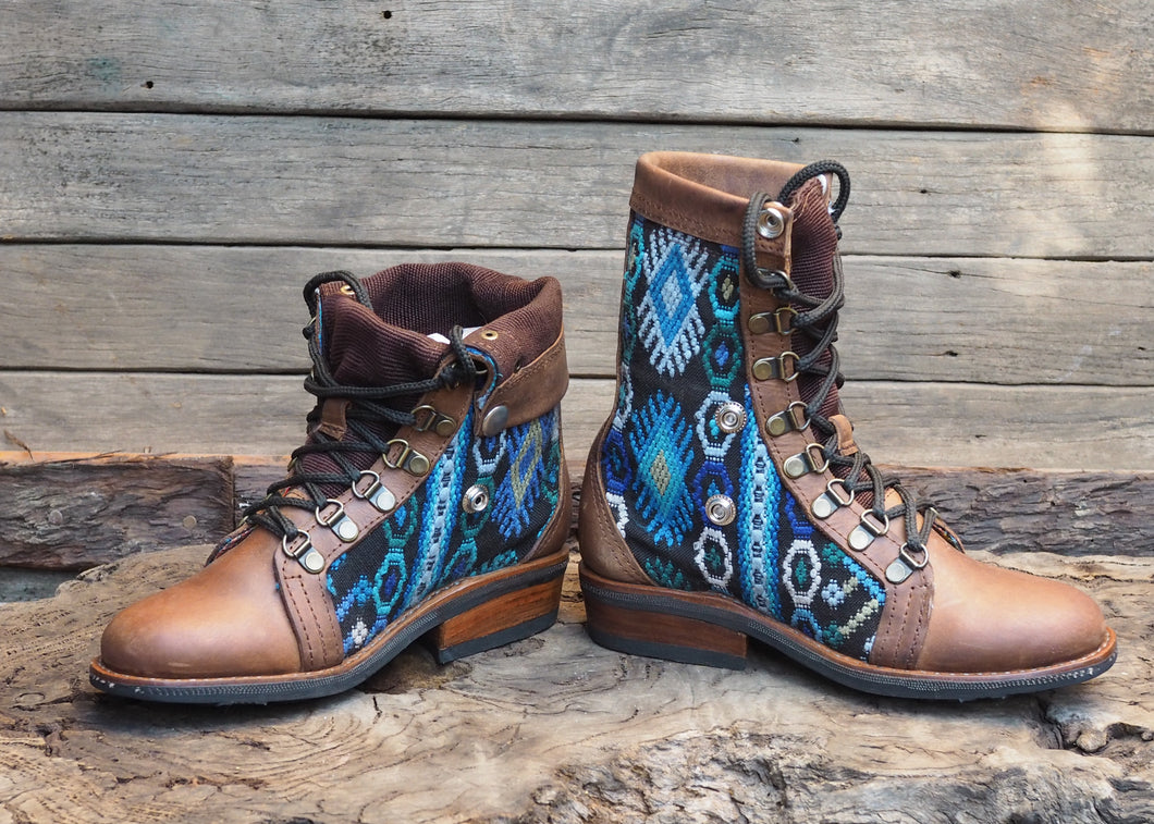 Size 36 Wanderer Boots Blue Embroidery