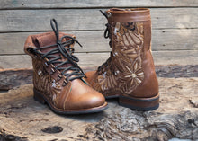 Load image into Gallery viewer, Size 36 Wanderer Boots Brown Flowers
