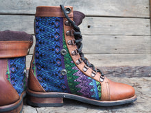 Load image into Gallery viewer, Size 37 Wanderer Boots Blues and Green