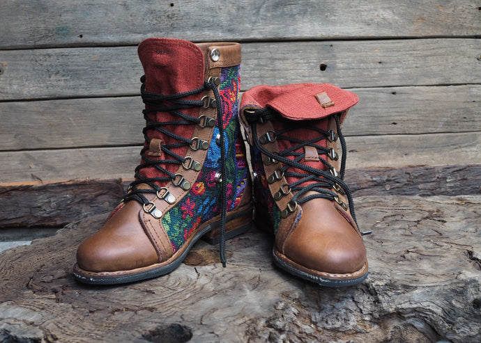 Size 37 Wanderer Boots Bright Embroidery