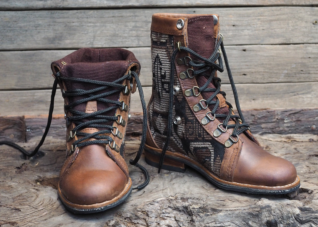 Size 37 Wanderer Boots Brown Mayan