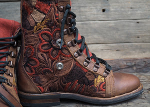 Size 37 Wanderer Boots Orange Embroidery