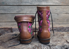 Load image into Gallery viewer, Size 37 Gypsy Boots Pink Flowers