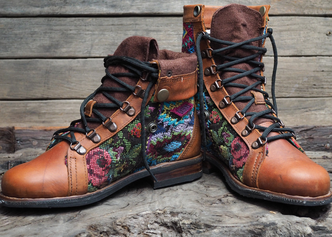 Size 39 Wanderer Boots Floral Bright Patterns