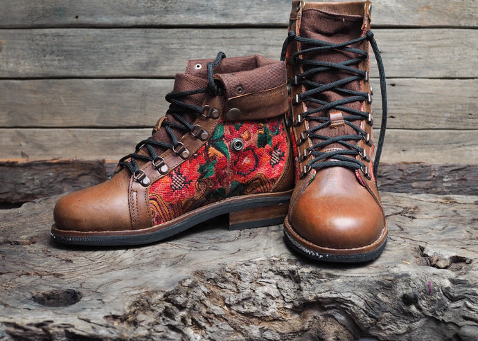 Size 39 Wanderer Boots Red Patterns