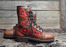 Load image into Gallery viewer, Size 39 Wanderer Boots Red Patterns