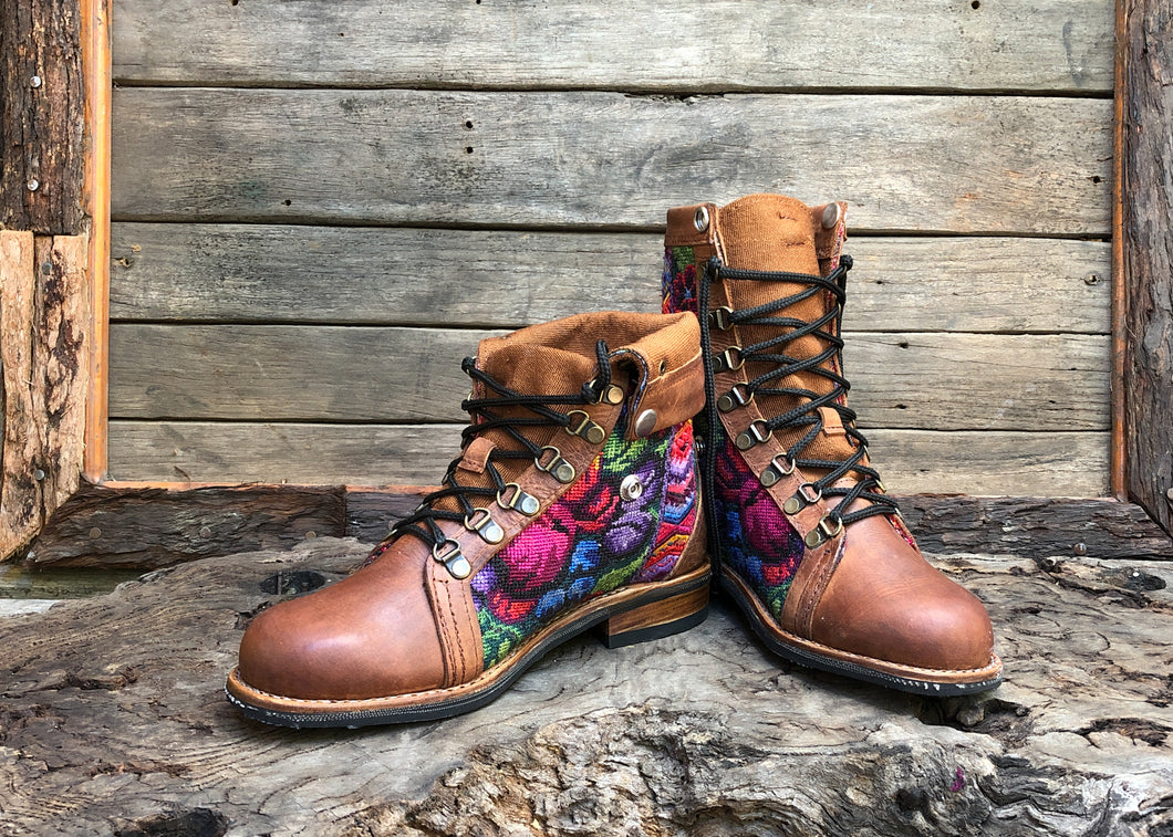 Size 39 Wanderer Boots Colourful