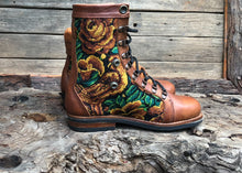 Load image into Gallery viewer, Size 39 Wanderer Boots Yellow Flowers