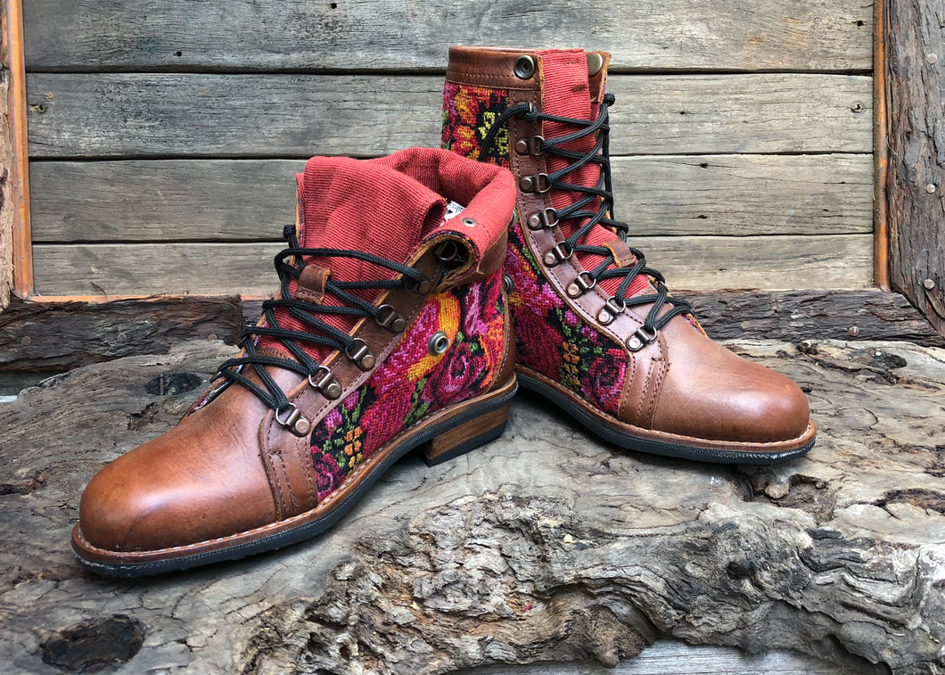 Size 40 Wanderer Boots Roses and Bird