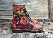 Load image into Gallery viewer, Size 40 Wanderer Boots Roses and Bird