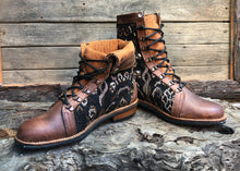 Load image into Gallery viewer, Size 43 Wanderer Boots Brown Patterns