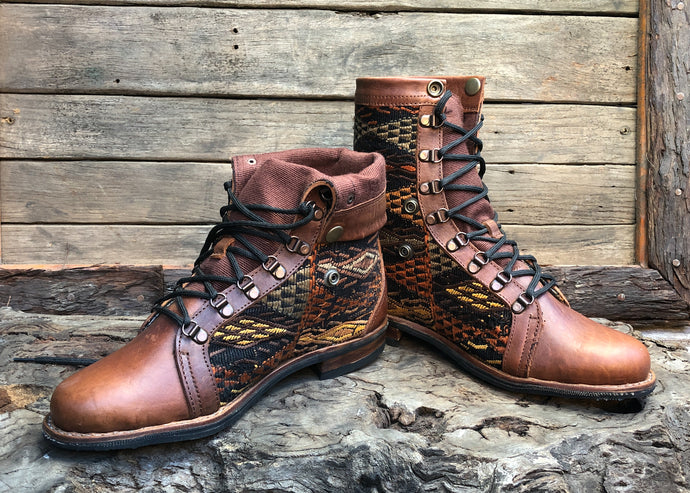 Size 43 Wanderer Boots Goldish Embroidery