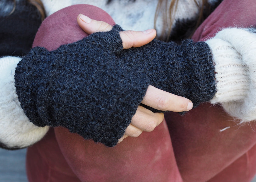 Charcoal - Bolivian Aplaca Fingerless Gloves