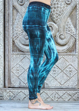 Load image into Gallery viewer, Tie Dye Leggings - Blue Ripples