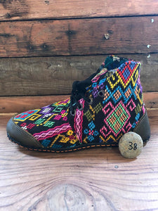Size 38 Cloth Moccasins Rainbow Turtles