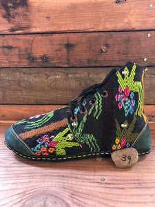 Size 39 Cloth Moccasins Green Sprouts on Black