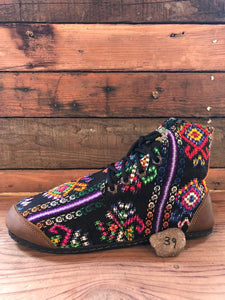 Size 39 Cloth Moccasins Rainbow Shapes on Black