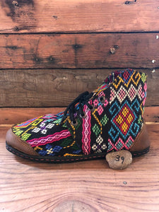 Size 39 Cloth Moccasins Rainbow Turtles