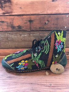 Size 40 Cloth Moccasins Green Sprouts on Black