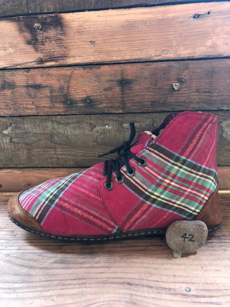 Size 42 Cloth Moccasins Red Tartan